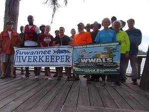 Paddlers with WWALS and Suwannee Riverkeeper Banners, 31.0351925, -83.0965187