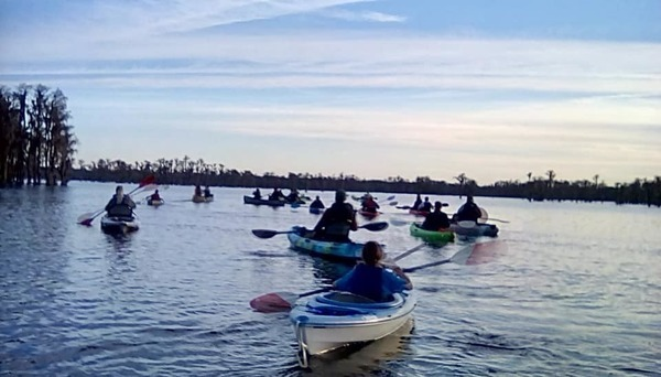 [Paddlers in the dusk (MG)]