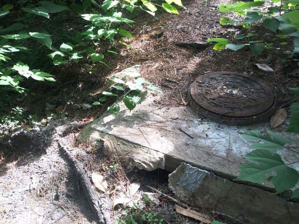 [Closed manhole at 1208 Wainwright Drive]