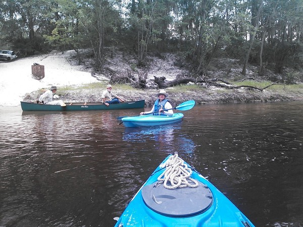 600x450 Bret Wagenhorst, Dave Hetzel, Gretchen Quarterman, at Hotchkiss Road, in Alapaha River Outing, by John S. Quarterman, for WWALS.net, 24 August 2014