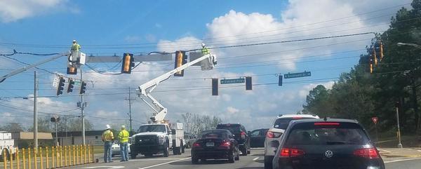 [Traffic light repair 15:20:18, 31.6363489, -84.2473075]