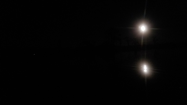 [Boat light, double moon, 18:30:47, 31.0273566, -83.1061174]