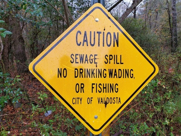 [CAUTION SEWAGE SPILL... CITY OF VALDOSTA, 12:40:53, 30.8512217, -83.347259]