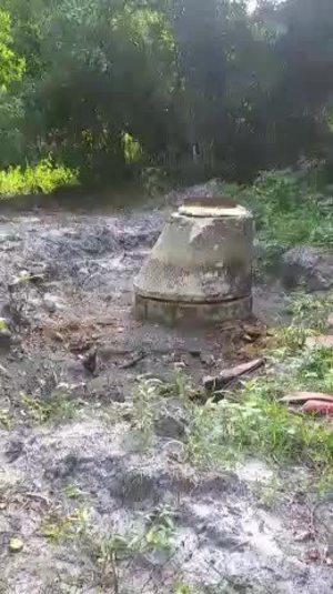 [Movie: Hoses and open manhole (908K)]