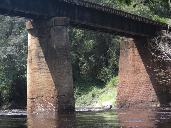 [GS&F railroad trestle over the Alapaha just downsteam of CR 150 highway bridge south of Sasser Landing.]