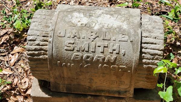 [Infant son of J.A. & L.E. Smith, born Jan. 14, 1892, died July 29, 1892, 31.0265994, -83.2881317]