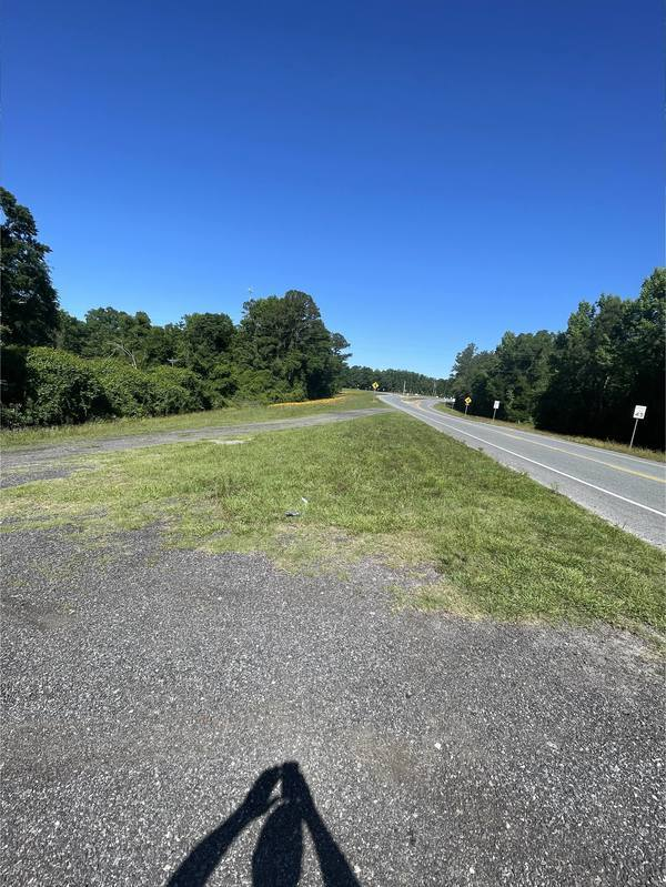 [Gravel access road from US 41]