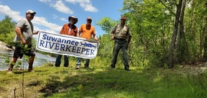 [WWALS intern Bobby McKenzie, Suwannee Riverkeeper John S. Quarterman, Randy Madison of Florida Trails, Peter Shanks of Florida Parks, 14:29:42, 30.3376397, -82.6843837]