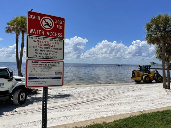 [Red tide warning, beach closure sign in St. Petersburg, Fla.: Jaclyn Lopez, Center for Biological Diversity.]