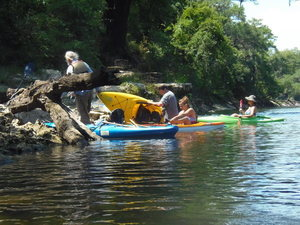 [Debarking at Suwanacoochee; Note that Dan Bowland is emptying water out of his kayak oops, 15:05:59]