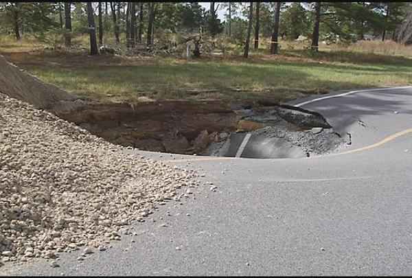 600x405 Snake Nation Road Sinkhole --VDT, in Wwals leesburg, by John S. Quarterman, for WWALS.net, 13 April 2015